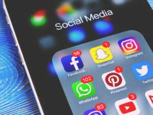 image ضررهای استفاده زیاد از شبکه های اجتماعی با موبایل