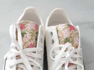 عکس, آموزش تزیین کفش کتانی ساده با پارچه و روبان